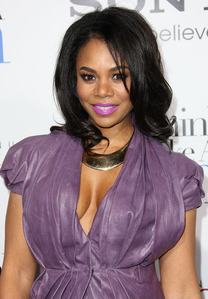 Regina Hall wearing a Collar Necklace