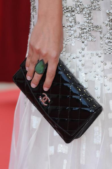Amaia Salamanca's Teardrop Ring