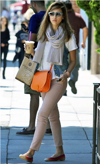 jessica_alba_orange_handbag